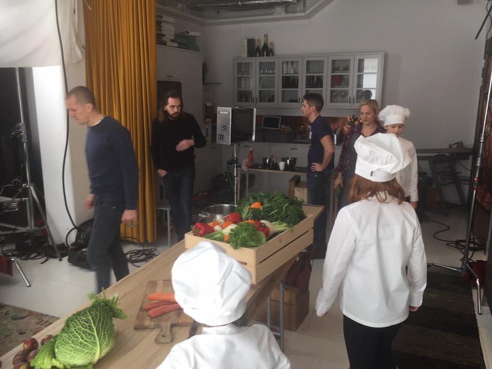 Postproduktion, postproduktion film, postproduktion långfilm. Barn med grönsaker